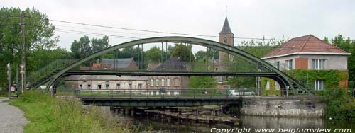 Turning bridge in Arquennes FELUY / SENEFFE picture e