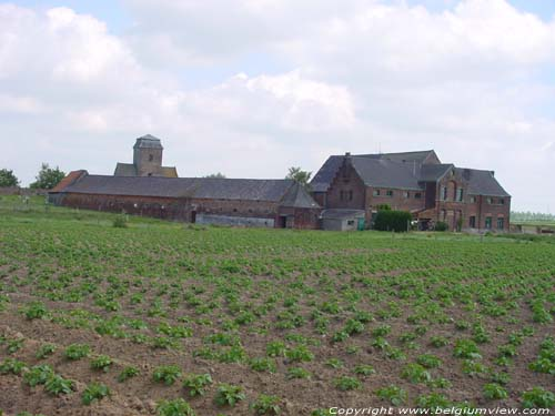 Large farm ORMEIGNIES / ATH picture e