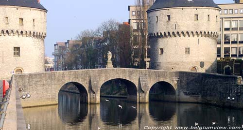 Pont et tours Broel KORTRIJK / COURTRAI photo