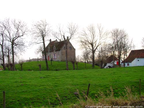 Farm on a mound in Dudzele ZEEBRUGGE / BRUGGE picture