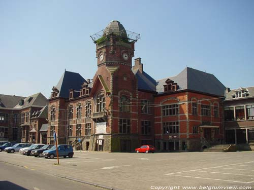 Former Town hall TRAZEGNIES / COURCELLES picture