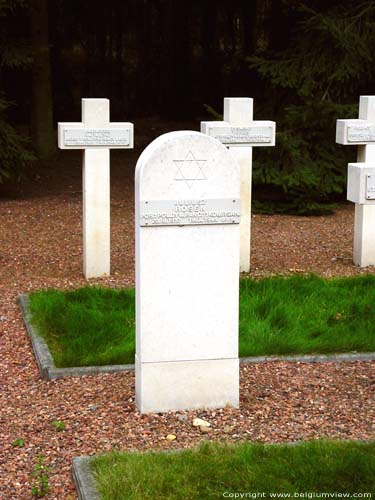 Polish Military cemetery LOMMEL picture Juliusz Rosen's grave who was Jude: no cross