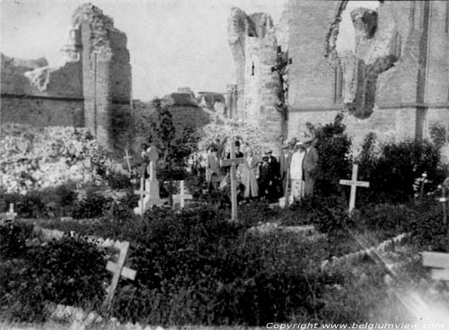 Debris of church with churchyard NIEUWPOORT picture
