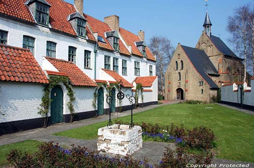 Ancien Beguinage DIKSMUIDE / DIXMUDE photo