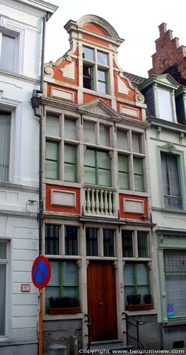 Spacial gable with balustres GHENT picture
