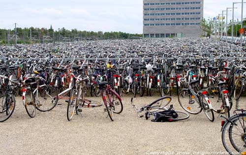 Gare de bicyclettes LEUVEN / LOUVAIN photo