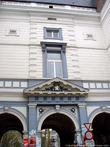 Neoclassic gable row GHENT picture