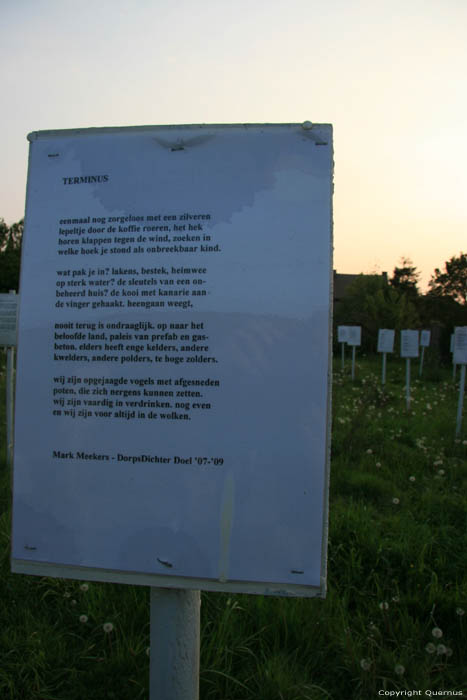 Field full of Poems (in Doel) KIELDRECHT / BEVEREN picture Mark Meekers