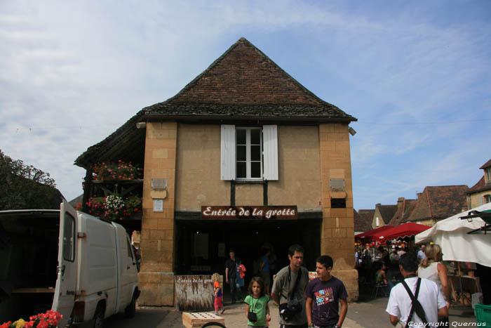 Ingang grot en hal domme frankrijk