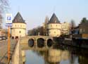 Pont et tours Broel KORTRIJK / COURTRAI photo: